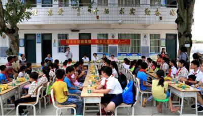 """南宁西乡塘区第一副校长""""护苗""""扶贫志愿服务队"""