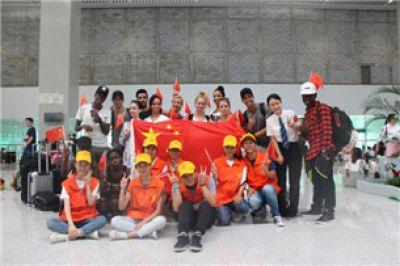 """柳州车站""""青橙铁路志愿服务队"""""""