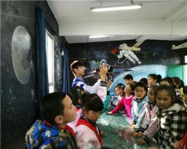 """""""让红领巾搭上中国梦的航班""""—桂航大学生志愿者启明星项目"""