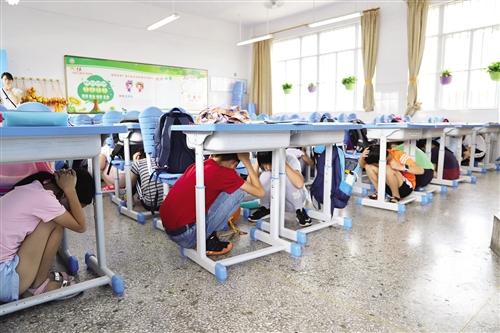 南宁市各校开展各种形式的爱国主题教育