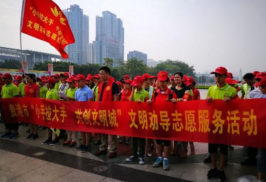 """贵港开展""""小手拉大手、共创文明城""""志愿活动"""